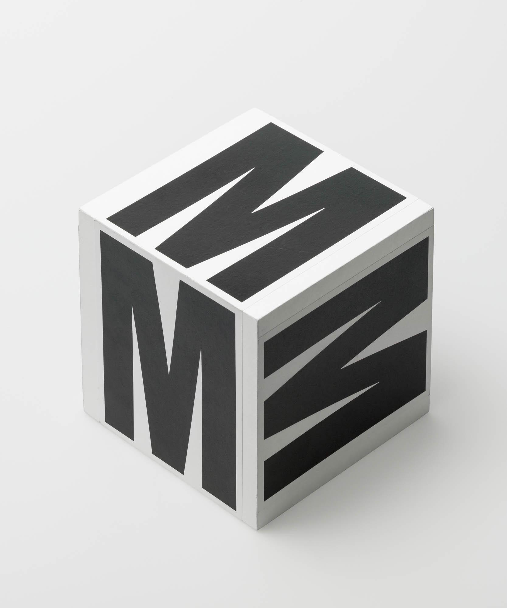 Foto optisches Experiment mit dem Buchstaben M Wolfgang Weingart Study assignment